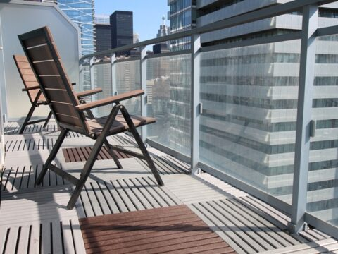 Cover the floor with balcony deck tiles